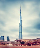 Burj Khalifa and Dubai's modern metro station — Stock Photo