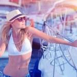 Attractive woman on sailboat — Stockfoto