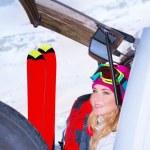 Постер, плакат: Woman comes on ski resort