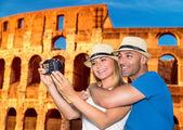 Beautiful couple near the Coliseum  — Stock Photo