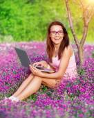 Cheerful student girl in the park — Stock Photo