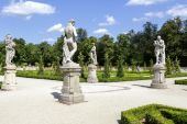 Garden Sculptures in the Warsaw's Wilanow park — Stock Photo