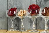 Gafas rosas simbolizan vino — Foto de Stock