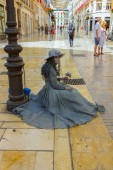 Malaga, Spain September 2, 2014: Young disguised entertains pass — Stock Photo