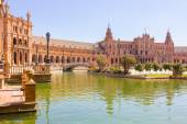 Pond of the famous Plaza of Spain in Seville, Spain — Stockfoto