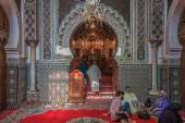 Mosque entrance decorated with mosaic and carvings — Stock Photo