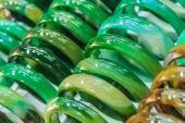 Jade Armbanden in de markt — Stockfoto