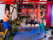 Gym group weightlifting workout men and girls — Foto de Stock