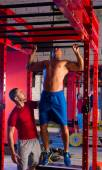 Toes to bar man pull-ups personal trainer — Stockfoto