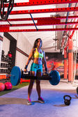 Hex Dead Lift Shrug Bar Deadlifts woman at gym — Stock fotografie