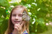 Girl holding Rice Paper butterfly Idea leuconoe — Stock Photo