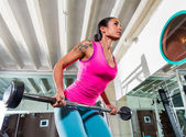 Barbell bent over row supine grip woman workout — Stock Photo
