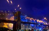 July 4th 2014 fireworks Brooklyn bridge Manhattan — Stock Photo