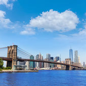 Brooklyn Bridge and Manhattan skyline New York — Stock Photo