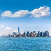 Manhattan New York skyline from NY bay in US — Foto Stock