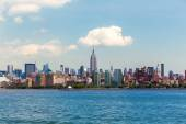 Manhattan New York skyline from Hudson River — Stockfoto