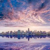 Manhattan New York skyline at sunset East River — Stock Photo