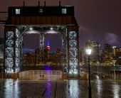 Manhattan New York skyline rainy from East River — Stock Photo