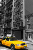 New York Soho buildings yellow cab taxi NYC USA — Stockfoto