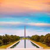 Washington Monument sunrise reflecting pool — Stock Photo