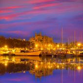 Palma de Mallorca sunrise with Cathedral and port — Stock Photo