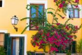 Palma de Mallorca mediterranean facades and flowers in Majorca  — Stock Photo