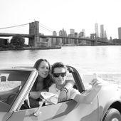 Selfie young couple convertible New York Brooklyn Bridge — Stock Photo