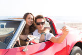 Selfie photo of young teen couple in convertible — Stock Photo