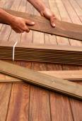 Ipe deck installation carpenter hands holding wood — Stock Photo