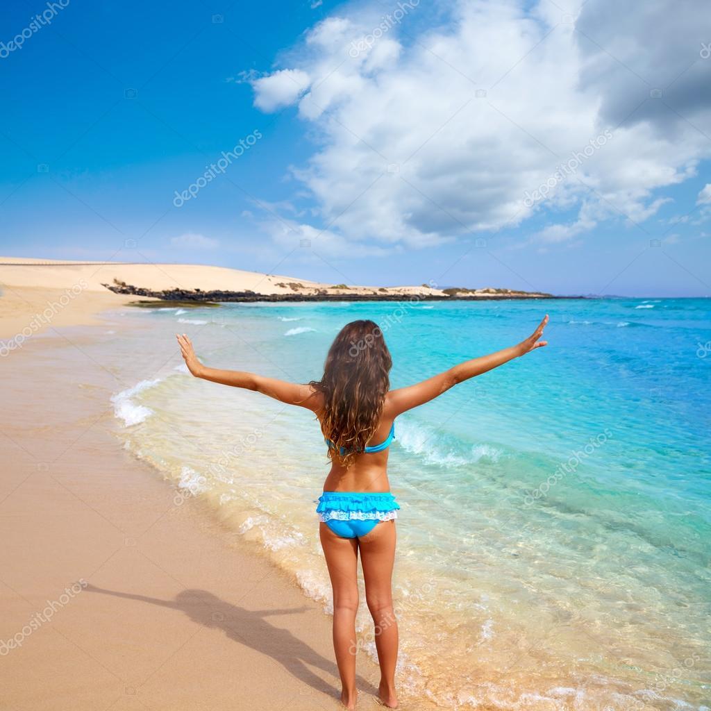 Девушки испании на пляже фото