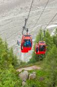 """Ice Sea - """"Mer de glaces"""" cable car taking to the ice cavern in — Stock Photo"""