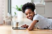 African American woman using a laptop in her living room - Black — Fotografia Stock