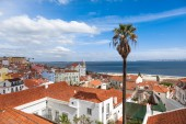 Lisbon rooftop from Portas do sol viewpoint — Stock Photo