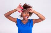 Young African American woman cutting her frizzy afro hair with s — Stock Photo