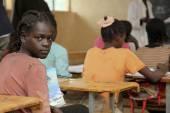 Дети учатся в эфиопской школе. — Стоковое фото