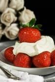Macro Strawberries and Cream — Stock Photo