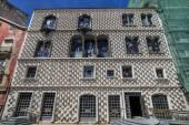 Historical building named Casa dos Bicos (House of the diamond spikes) — Stok fotoğraf