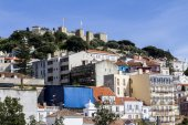 Famous Moorish castle of Sao Jorge — Stock Photo