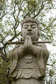 Buddha statue on a park. — Stockfoto