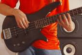 Posing hands of rock musician playing the bass guitar — Stock Photo