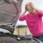 Stressed Young Woman with Car Defect. — Stockfoto