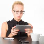 Business woman working on tablet PC. — Stock Photo