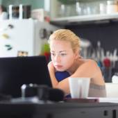 Female freelancer working from home. — Stock Photo