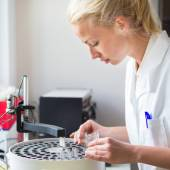 Scientist working in analytical laboratory. — Stock Photo