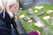 Solitary woman visiting relatives grave. — Stock Photo
