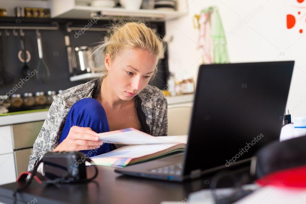 female freelancer working from home foto stock kasto 79795046. Black Bedroom Furniture Sets. Home Design Ideas