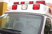 Front part of an ambulance looking for the patient — Stock Photo