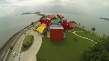 PANAMA CITY PANAMA NOV 5: Museum of Biodiversity on November 5 2014 in Panama City, Panama. the building's very personal colors and shapes set it apart from the glass towers that define Panama City. — Stock Video