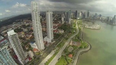Aerial footage of the tip of Panama City — Stock Video