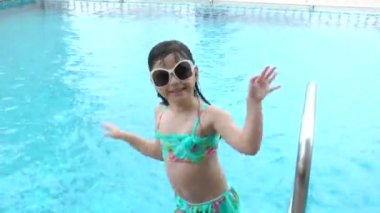 Little girl dancing in the pool — Stock Video